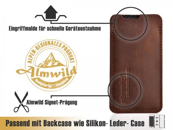 Almwild iPhone Xr-Hülle BREIT: iPhone+Backcase. Sattlerschorsch, Größe L4B, Braun